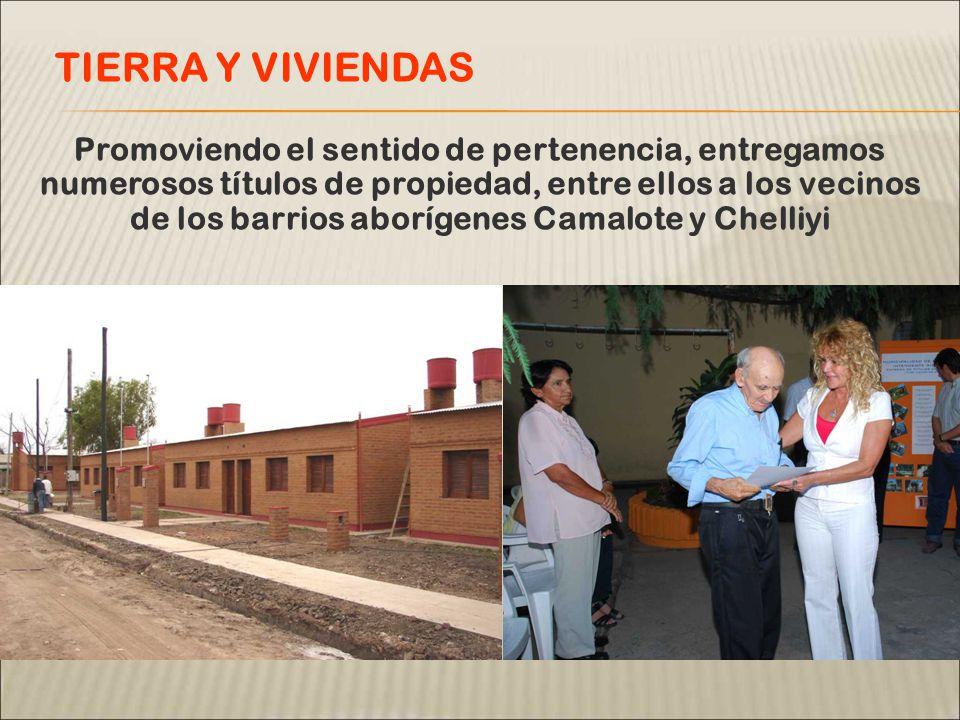 Promoviendo el sentido de pertenencia, entregamos numerosos títulos de propiedad, entre ellos a los vecinos de los barrios aborígenes Camalote y Chelliyi TIERRA Y VIVIENDAS