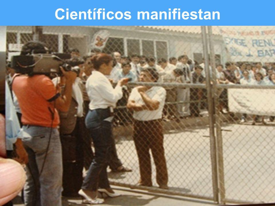 Slide 3 of # Científicos manifiestan