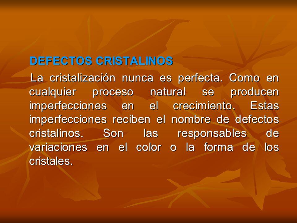 DEFECTOS CRISTALINOS DEFECTOS CRISTALINOS La cristalización nunca es perfecta. Como en cualquier proceso natural se producen imperfecciones en el crec