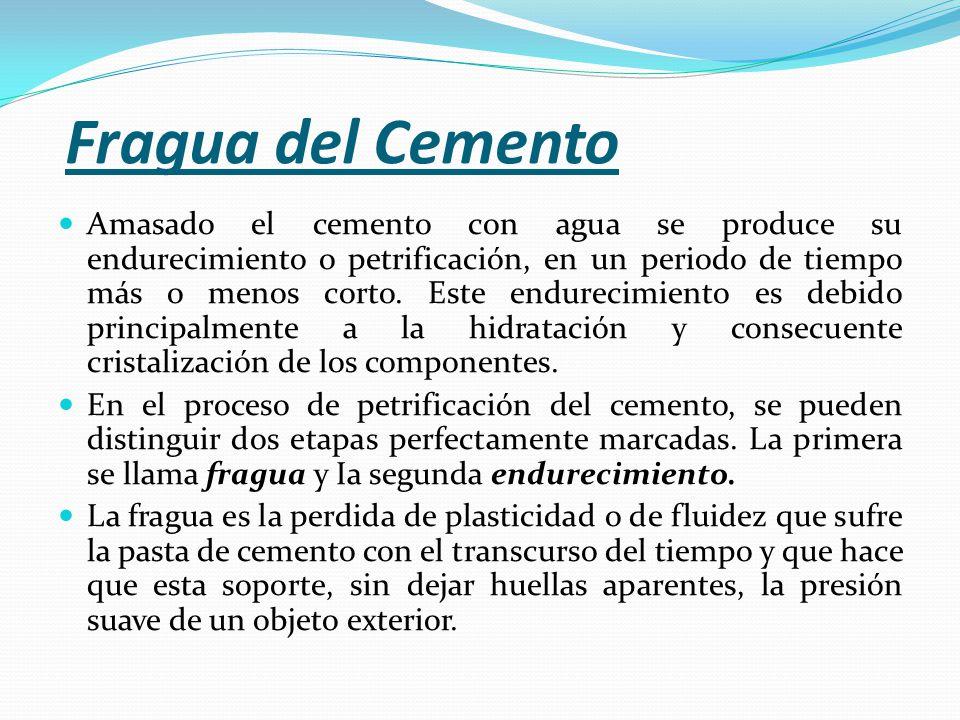 Amasado el cemento con agua se produce su endurecimiento o petrificación, en un periodo de tiempo más o menos corto.