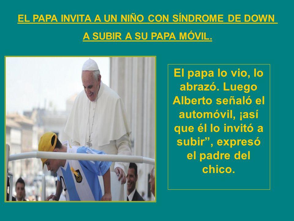 EL PAPA INVITA A UN NIÑO CON SÍNDROME DE DOWN A SUBIR A SU PAPA MÓVIL. El papa lo vio, lo abrazó. Luego Alberto señaló el automóvil, ¡así que él lo in