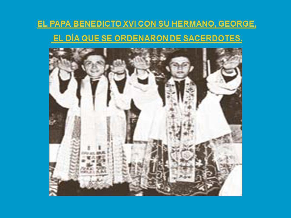 EL PAPA BENEDICTO XVI CON SU HERMANO, GEORGE, EL DÍA QUE SE ORDENARON DE SACERDOTES.