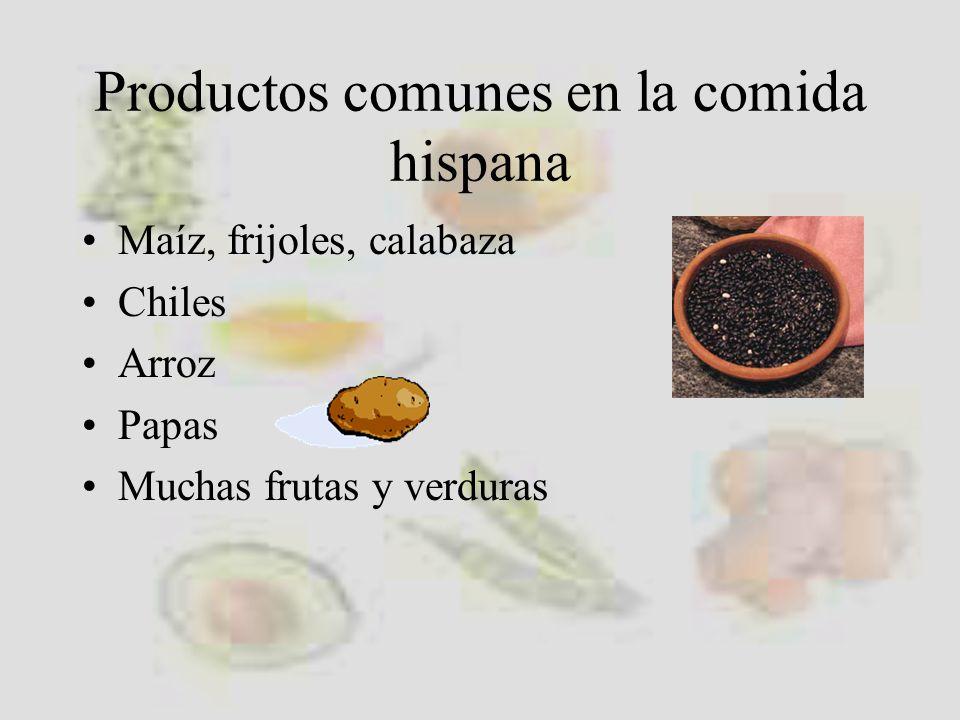 Las frutas son muy variadas jocoteszapotesgranadillas piñas papayas naranjas melones aguacates guanábana
