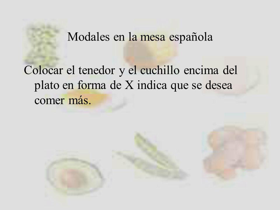 Modales en la mesa española Colocar el tenedor y el cuchillo encima del plato en forma de X indica que se desea comer más.