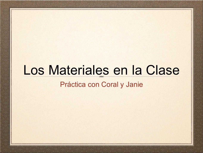 Esta es la aula de mi clase de historia. En español, escribe lo que hay en la aula.