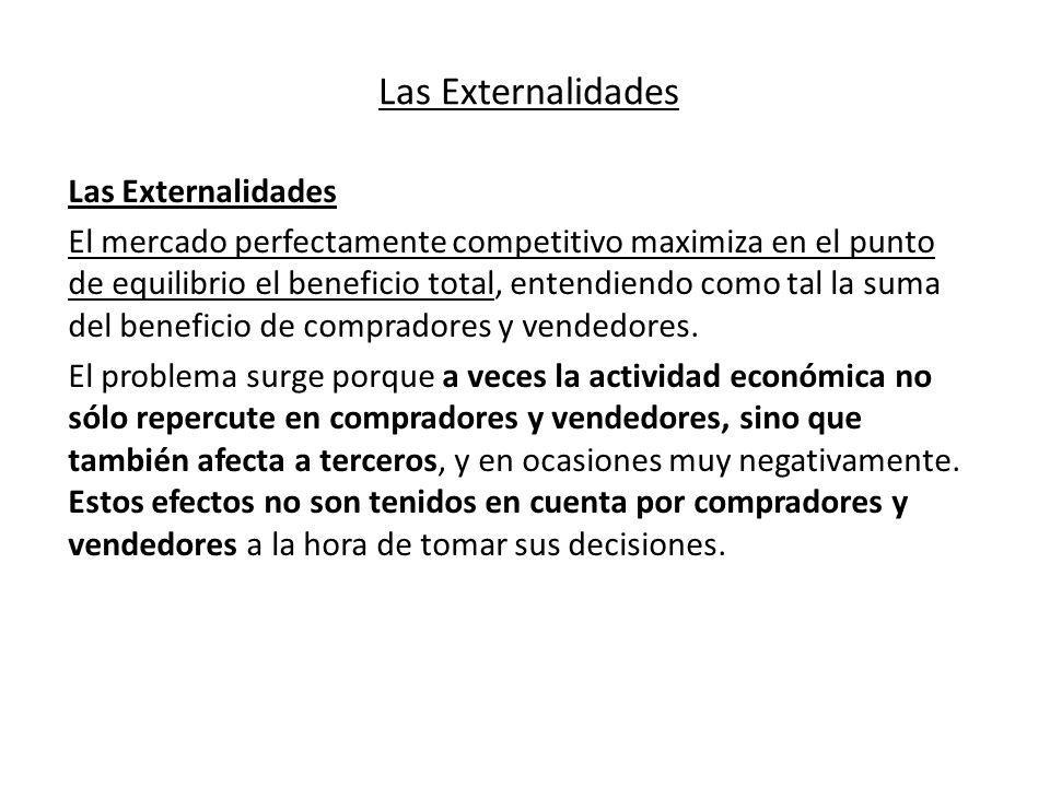 Las Externalidades El mercado perfectamente competitivo maximiza en el punto de equilibrio el beneficio total, entendiendo como tal la suma del benefi