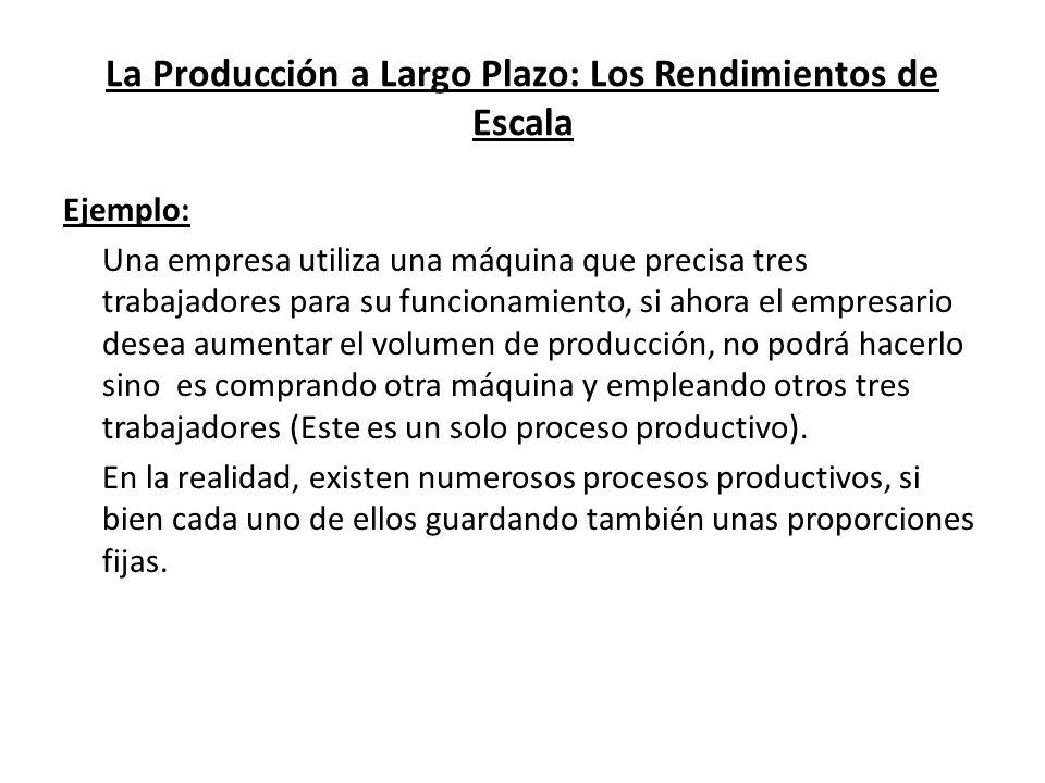 La Producción a Largo Plazo: Los Rendimientos de Escala Ejemplo: Una empresa utiliza una máquina que precisa tres trabajadores para su funcionamiento,