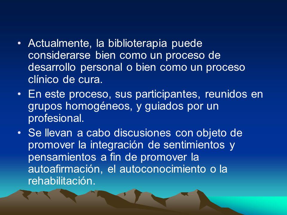 Actualmente, la biblioterapia puede considerarse bien como un proceso de desarrollo personal o bien como un proceso clínico de cura. En este proceso,