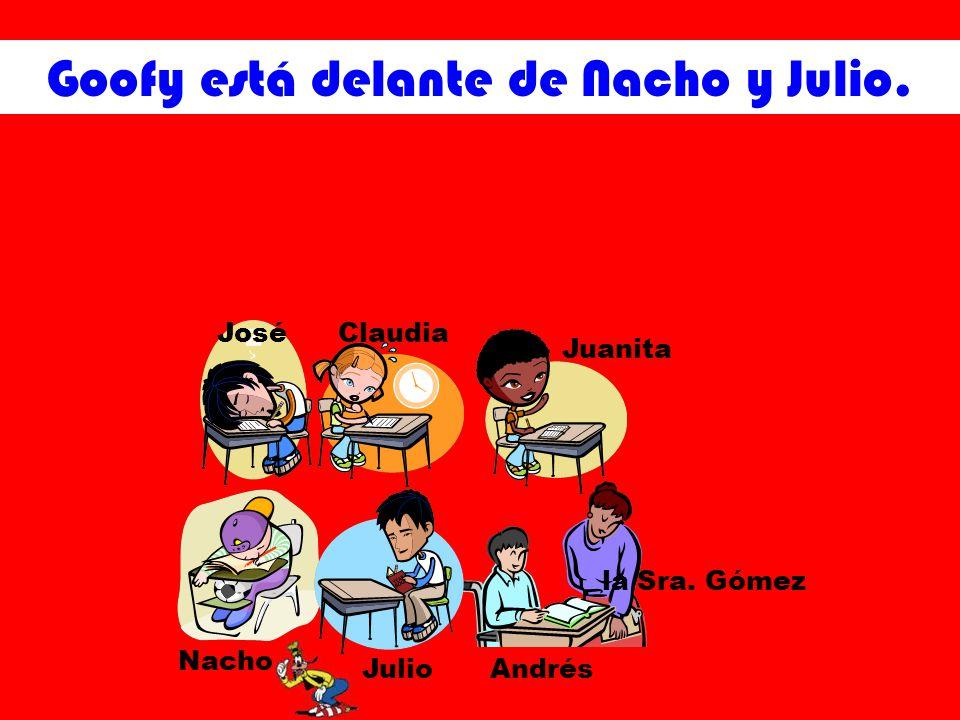 Goofy está delante de Nacho y Julio. JoséClaudia Juanita Nacho JulioAndrés la Sra. Gómez