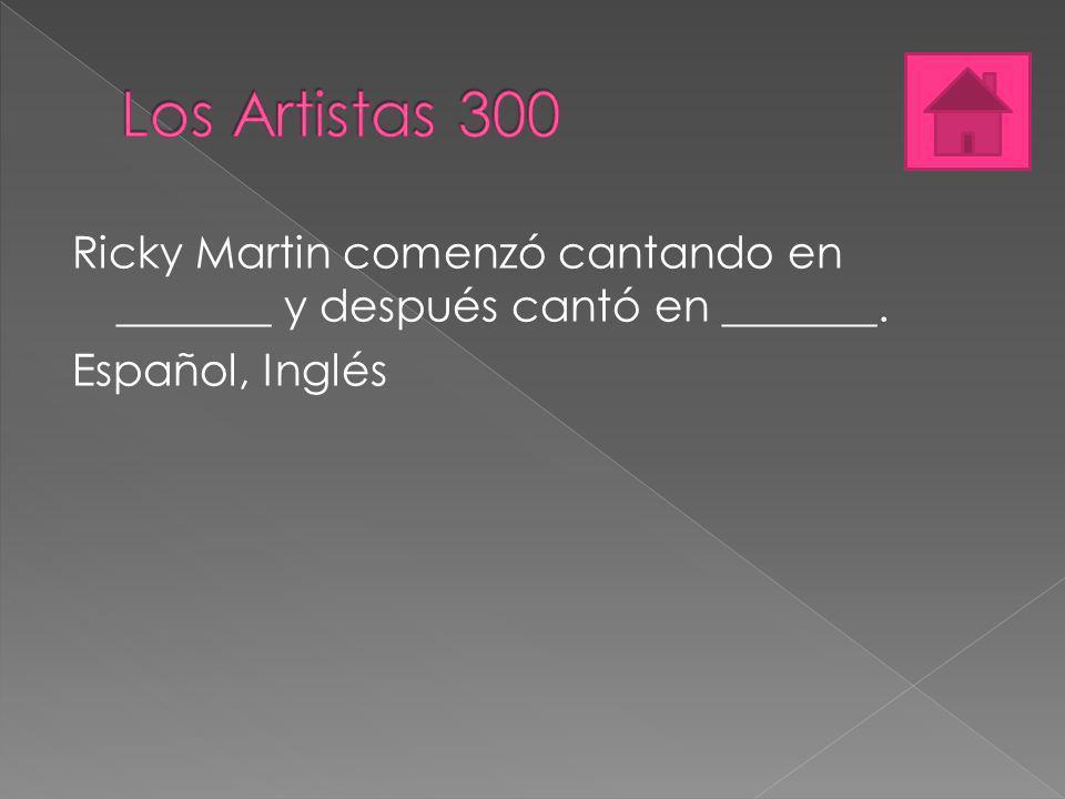 Ricky Martin comenzó cantando en _______ y después cantó en _______. Español, Inglés