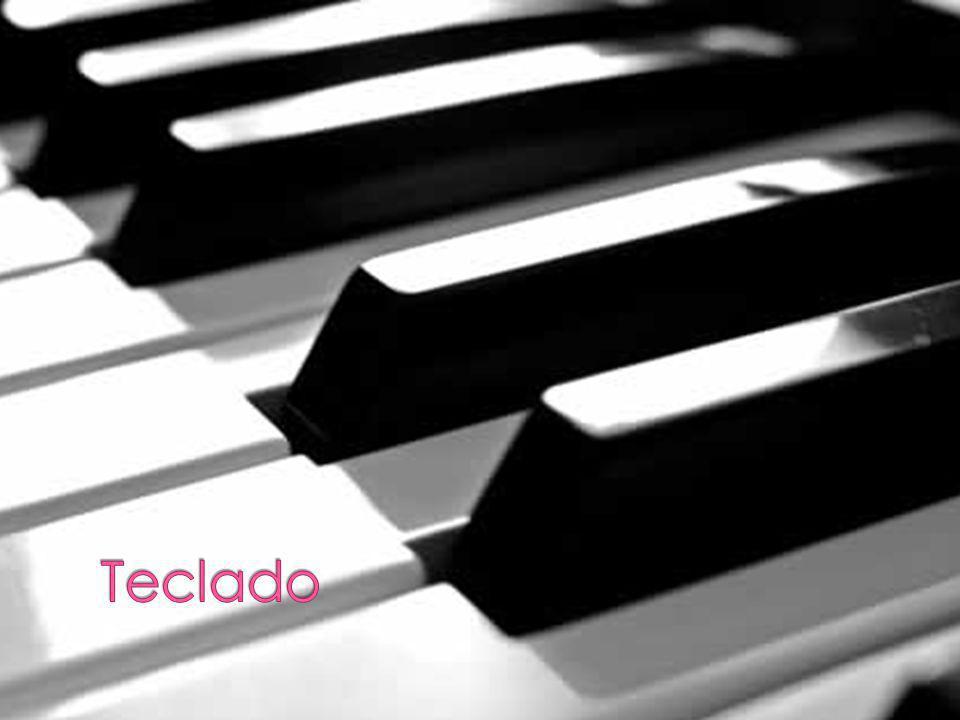 Muchas artistas de pop latino canta en español y inglés, para interesar la gente que habla español y inglés.