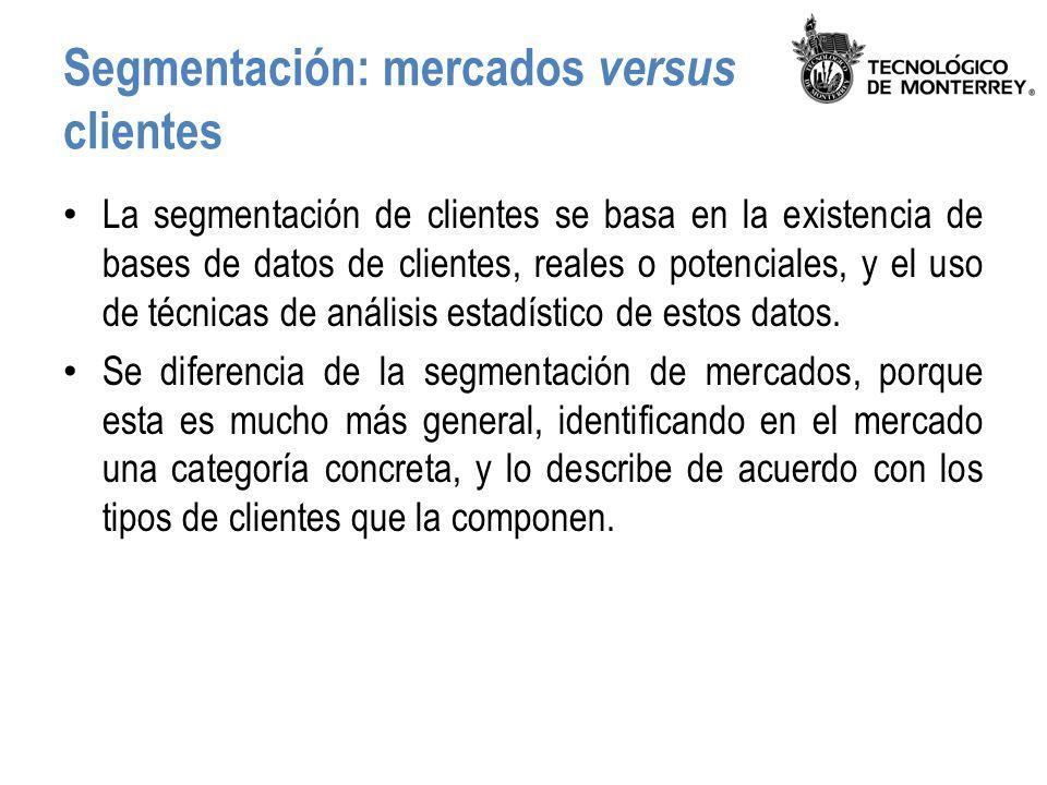 Segmentación estratégica Consiste en la reducción de toda la complejidad de datos de clientes (miles o millones de casos, con cientos de datos) en una sola foto), la cual contiene: – Agrupación de clientes en un número reducido de segmentos.
