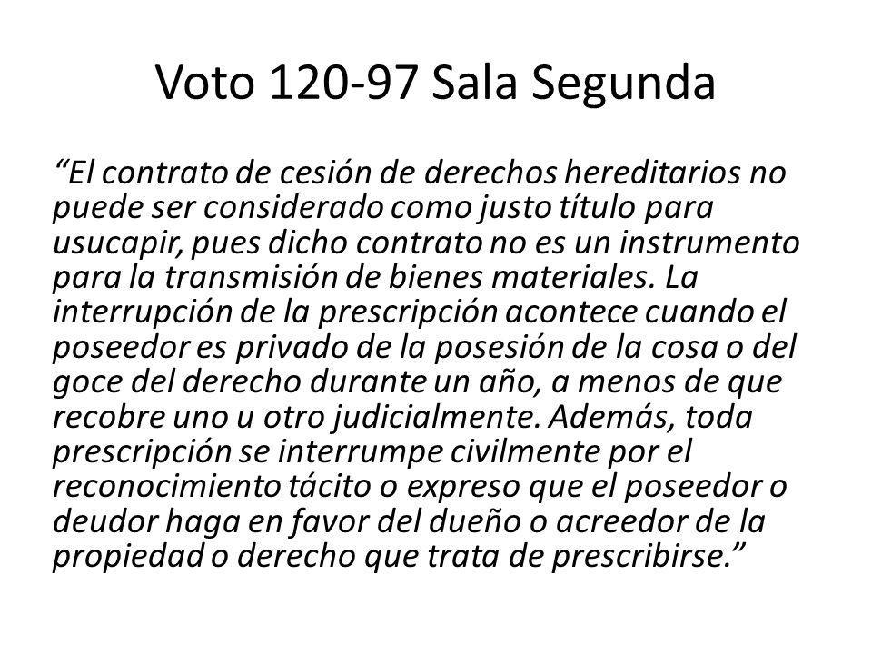 Voto 120-97 Sala Segunda El contrato de cesión de derechos hereditarios no puede ser considerado como justo título para usucapir, pues dicho contrato no es un instrumento para la transmisión de bienes materiales.