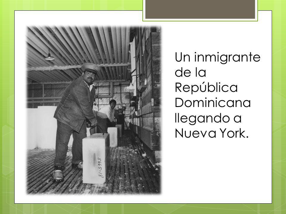 Un inmigrante de la República Dominicana llegando a Nueva York.