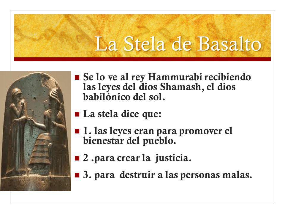 La Stela de Basalto Se lo ve al rey Hammurabi recibiendo las leyes del dios Shamash, el dios babilónico del sol. La stela dice que: 1. las leyes eran
