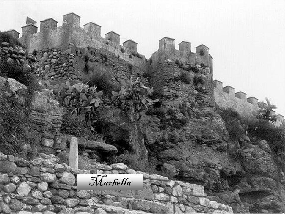 Durante la época islámica, los musulmanes construyeron, en el siglo X, un castillo y posteriormente una cerca que protegía la ciudad.