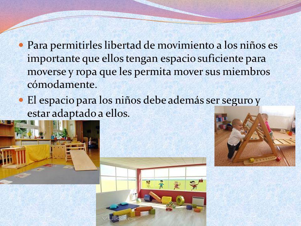 Para permitirles libertad de movimiento a los niños es importante que ellos tengan espacio suficiente para moverse y ropa que les permita mover sus mi