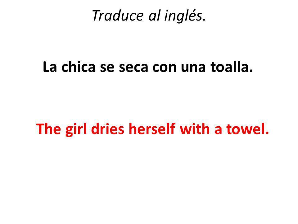 Traduce al inglés. La chica se seca con una toalla. The girl dries herself with a towel.