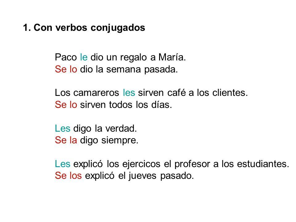 1.Con verbos conjugados Paco le dio un regalo a María.