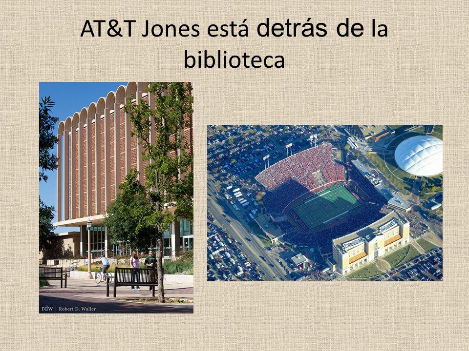 AT&T Jones está detrás de la biblioteca