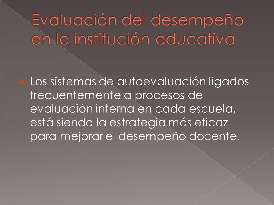 Los sistemas de autoevaluación ligados frecuentemente a procesos de evaluación interna en cada escuela, está siendo la estrategia más eficaz para mejorar el desempeño docente.