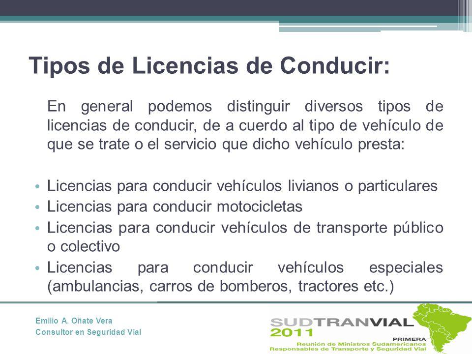 Tipos de Licencias de Conducir: En general podemos distinguir diversos tipos de licencias de conducir, de a cuerdo al tipo de vehículo de que se trate o el servicio que dicho vehículo presta: Licencias para conducir vehículos livianos o particulares Licencias para conducir motocicletas Licencias para conducir vehículos de transporte público o colectivo Licencias para conducir vehículos especiales (ambulancias, carros de bomberos, tractores etc.) Emilio A.