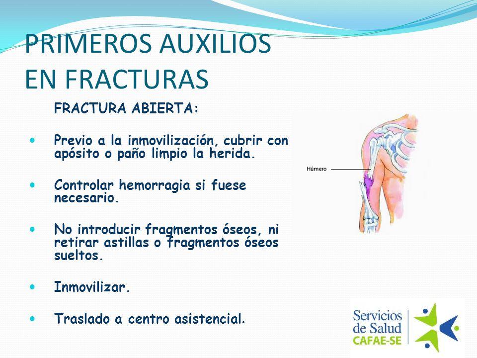 PRIMEROS AUXILIOS EN FRACTURAS FRACTURA ABIERTA: Previo a la inmovilización, cubrir con apósito o paño limpio la herida. Controlar hemorragia si fuese