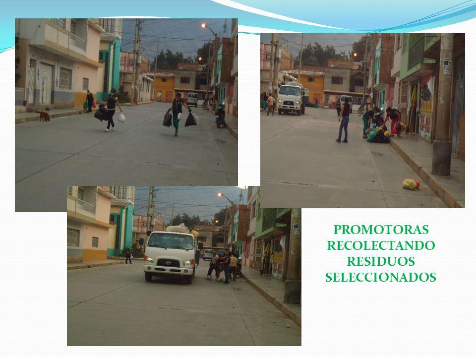 PROMOTORAS RECOLECTANDO RESIDUOS SELECCIONADOS