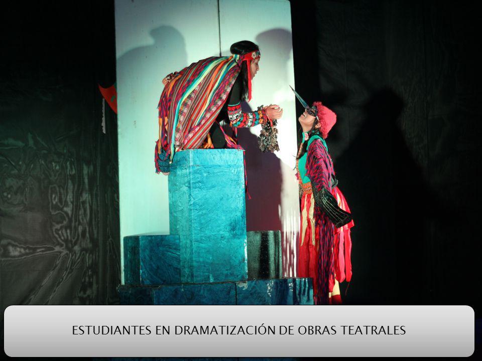 ESTUDIANTES EN DRAMATIZACIÓN DE OBRAS TEATRALES