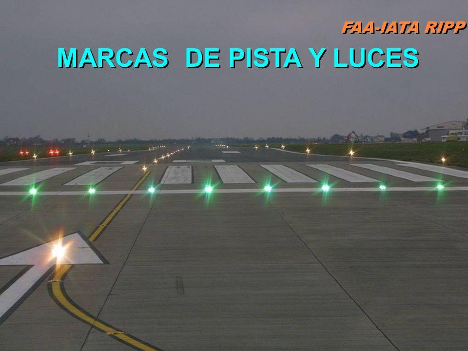 FAA-IATA RIPP RIPP 4.1 SM&L74 Barra de demarcación delinea una pista con un lindero desplazado desde un pad de prueba de motor, zona de parada, o roda