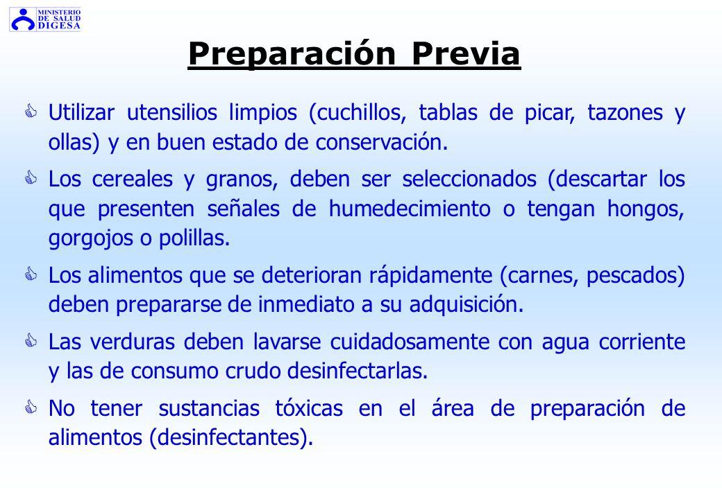 PREPARACIÓN DE LOS ALIMENTOS Debe establecerse un flujo en la preparación, para evitar el cruce entre los alimentos crudos y los alimentos preparados