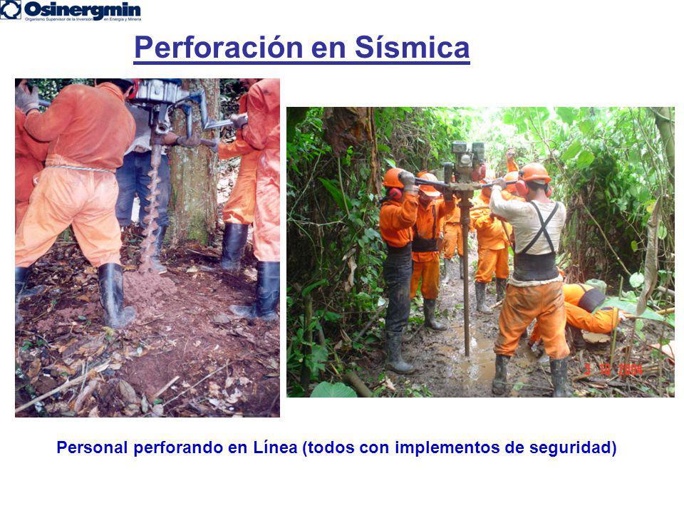 Personal perforando en Línea (todos con implementos de seguridad) Perforación en Sísmica
