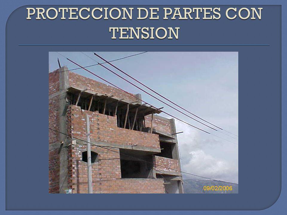 NOTESE CONSTRUCCION CERCA A LINEA DE MT, OBLIGA A EFECTUAR UNA PROTECCION CONTRA CONTACTOS DIRECTOS