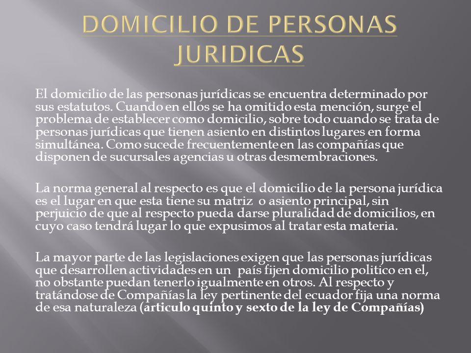 El domicilio de las personas jurídicas se encuentra determinado por sus estatutos. Cuando en ellos se ha omitido esta mención, surge el problema de es