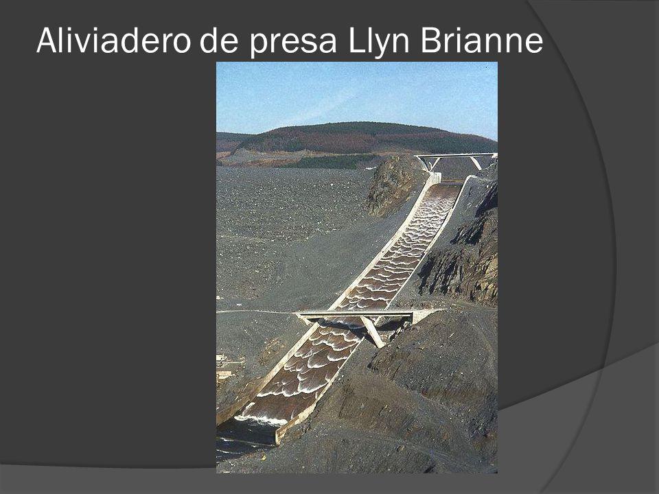 Aliviadero de presa Llyn Brianne