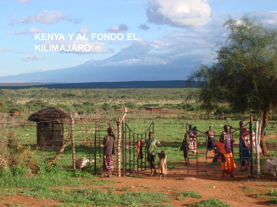 KENYA Y AL FONDO EL KILIMAJARO