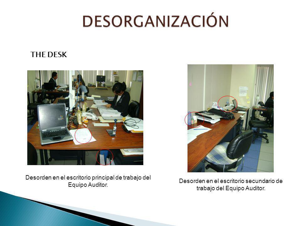 THE DESK Desorden en el escritorio principal de trabajo del Equipo Auditor. Desorden en el escritorio secundario de trabajo del Equipo Auditor.