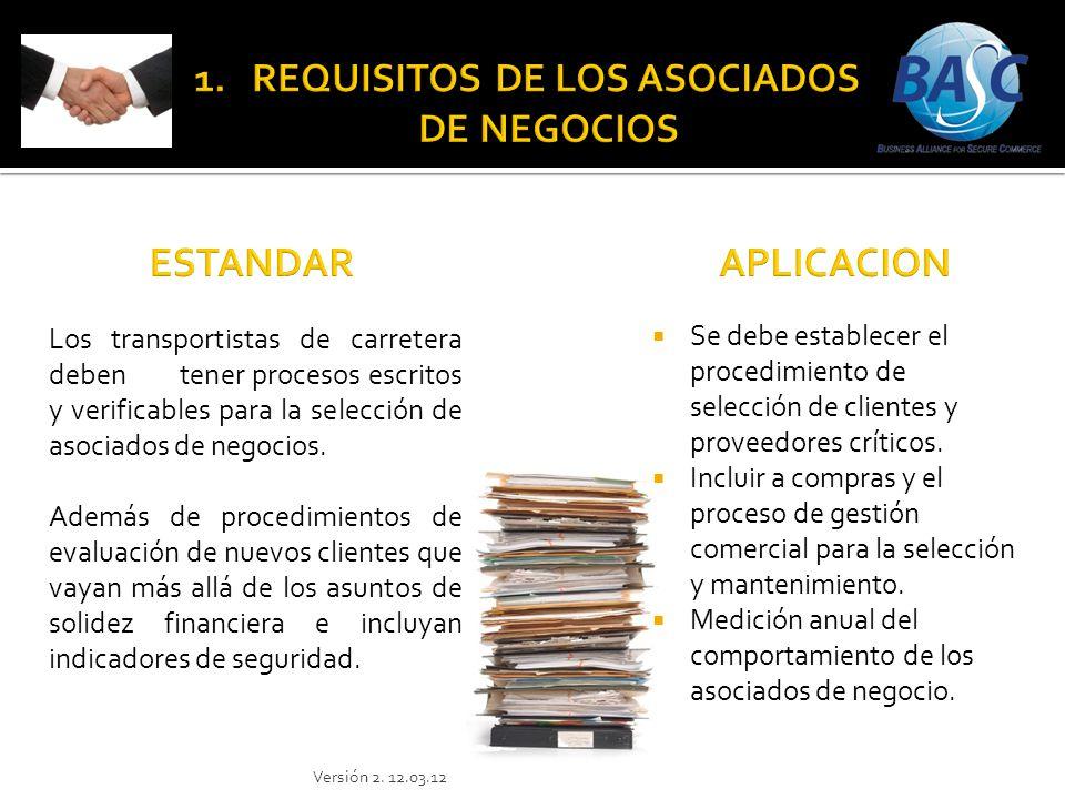 Se debe establecer el procedimiento de selección de clientes y proveedores críticos. Incluir a compras y el proceso de gestión comercial para la selec