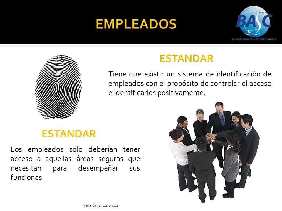 Tiene que existir un sistema de identificación de empleados con el propósito de controlar el acceso e identificarlos positivamente. Los empleados sólo