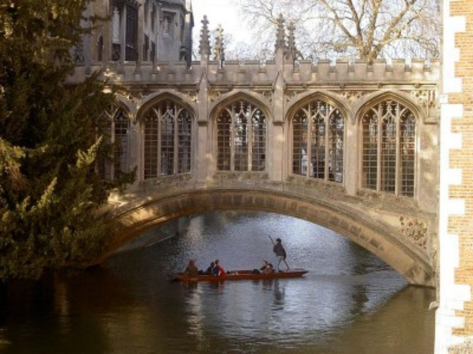 PONT DES SOUPIRS Cambridge Angleterre Ce pont appartient au Collège St.