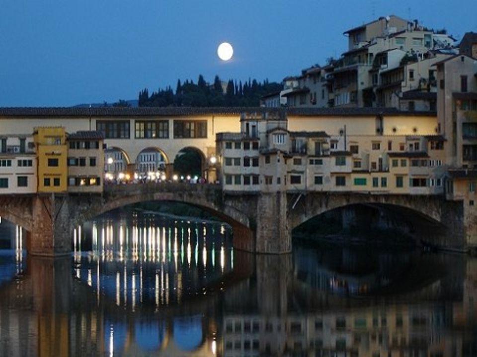 PONTE VECCHIO Florence Italie C'est le pont le plus ancien de Florence, symbole de la ville. Il enjambe l'Arno et remonte probablement à l'époque de l