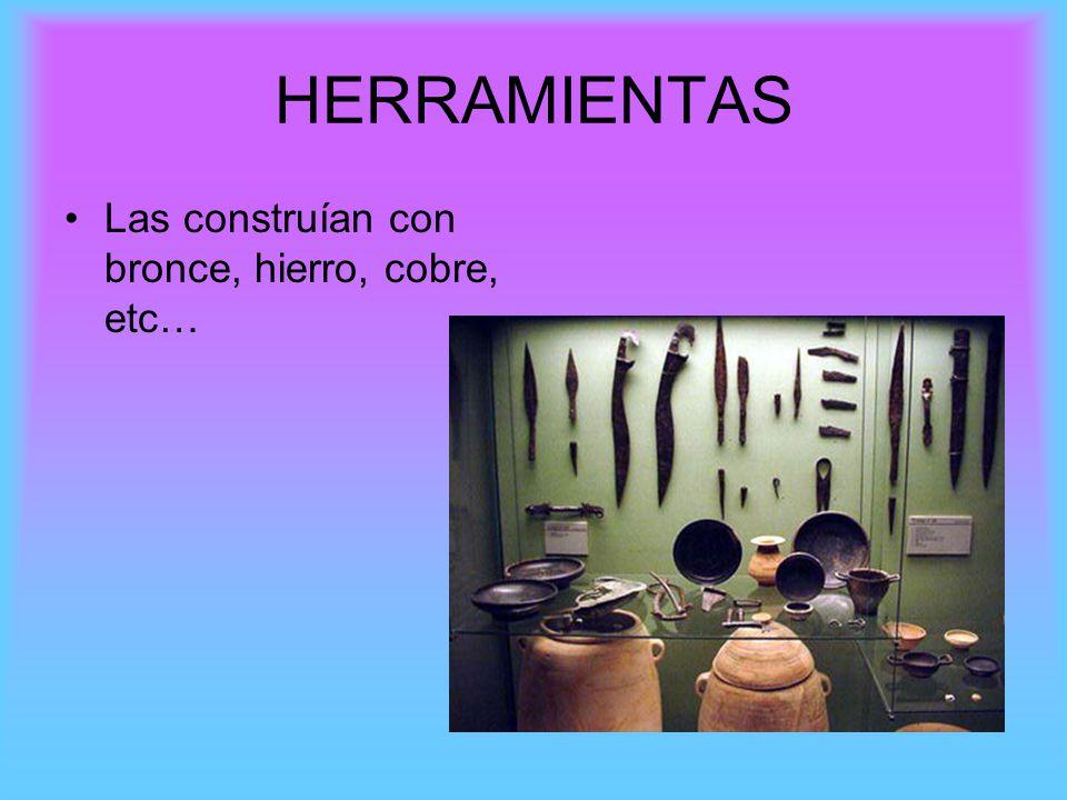 LA CERÁMICA Destaca la industria cerámica para objetos de uso cotidiano como jarras, (envase con forma de sombrero de copa) o urnas funerarias (recipiente para guardar las cenizas del difunto).