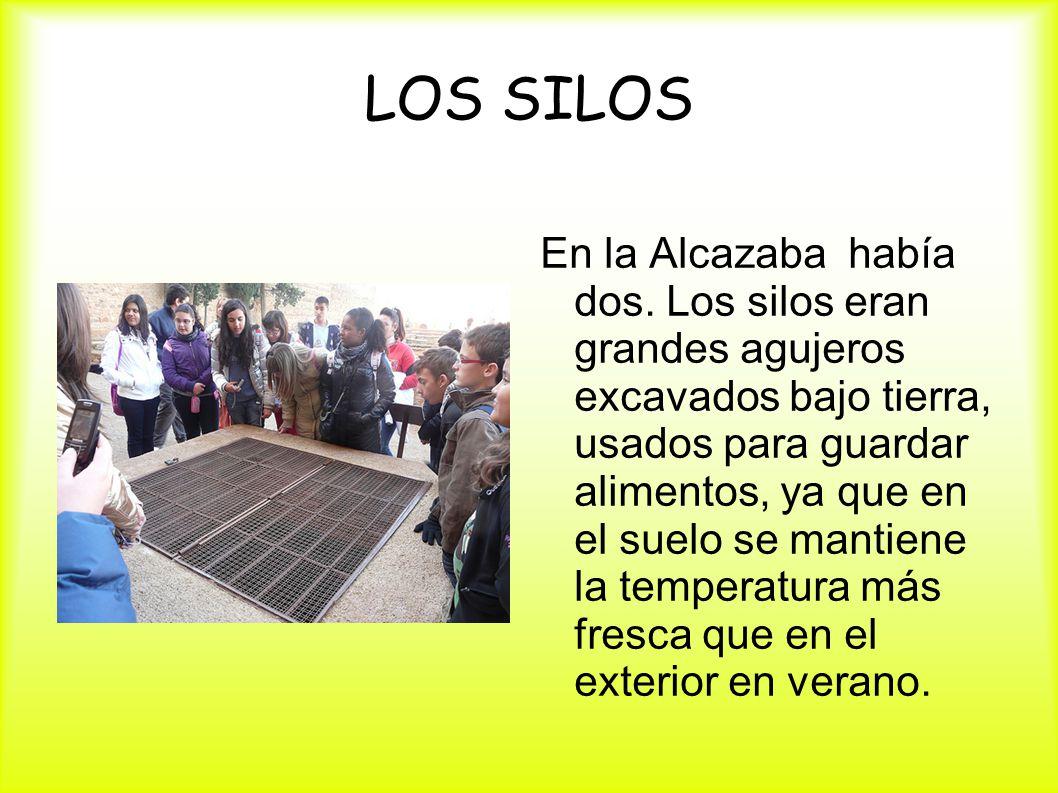 LOS SILOS En la Alcazaba había dos. Los silos eran grandes agujeros excavados bajo tierra, usados para guardar alimentos, ya que en el suelo se mantie