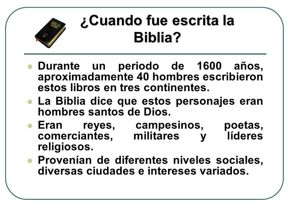 Durante un periodo de 1600 años, aproximadamente 40 hombres escribieron estos libros en tres continentes. La Biblia dice que estos personajes eran hom