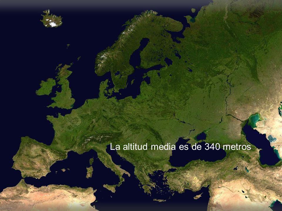 Llanura atlántica Llanura central Llanura báltica Llanura de la Europa oriental Balcanes Montes Escandinavos Montes Urales Macizos y mesetas Pirineos Alpes Cárpatos Montes Urales Apeninos Alpes Dináricos