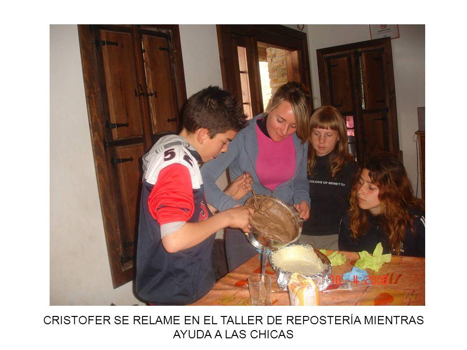 CRISTOFER SE RELAME EN EL TALLER DE REPOSTERÍA MIENTRAS AYUDA A LAS CHICAS