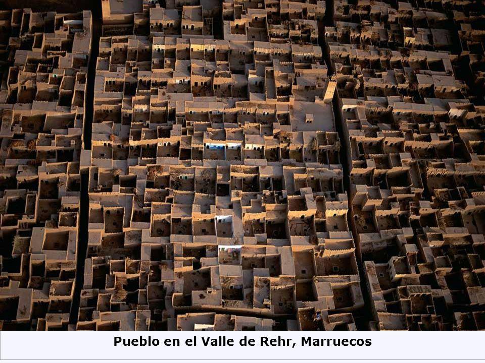 Pueblo en el Valle de Rehr, Marruecos