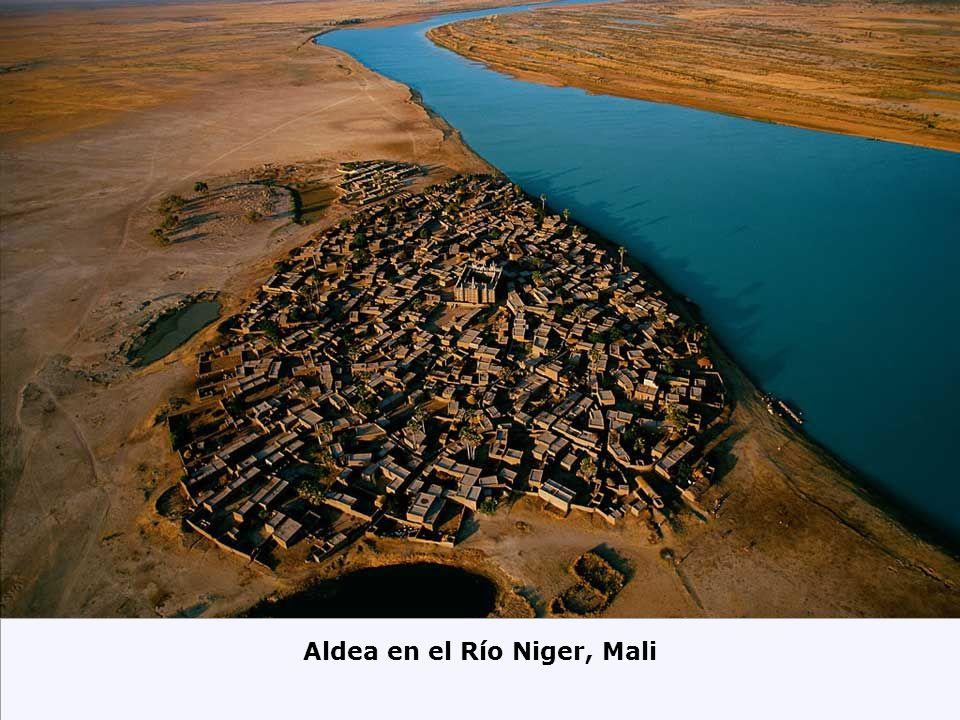Aldea en el Río Niger, Mali