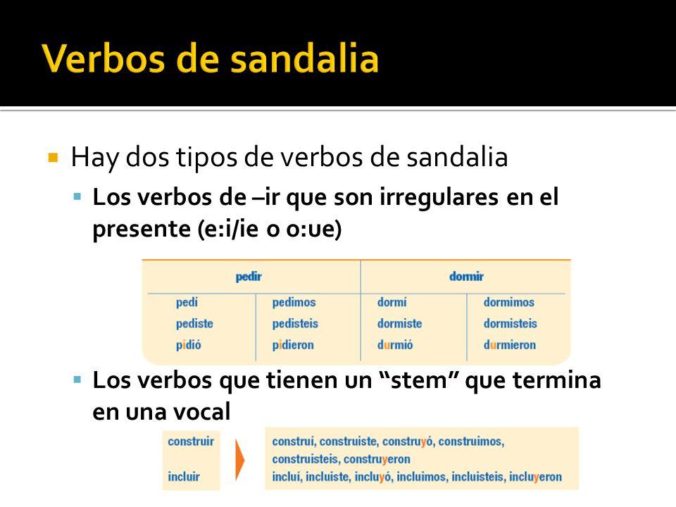 Hay dos tipos de verbos de sandalia Los verbos de –ir que son irregulares en el presente (e:i/ie o o:ue) Los verbos que tienen un stem que termina en una vocal
