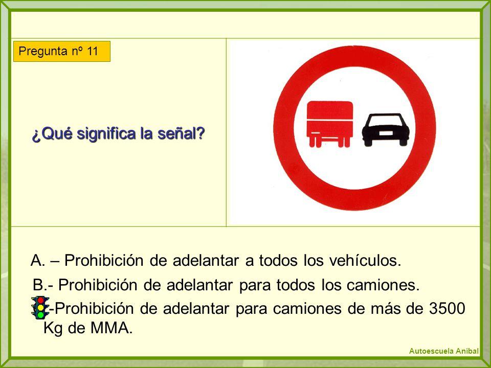 ¿Qué significa la señal? A. – Prohibición de adelantar a todos los vehículos. B.- Prohibición de adelantar para todos los camiones. C.-Prohibición de